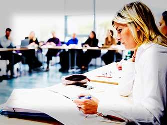 Etudiants professionnels dans un cours de KEDGE Executive Education
